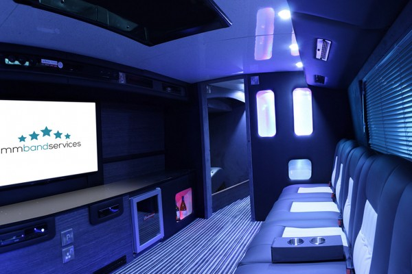tour-bus-lounge