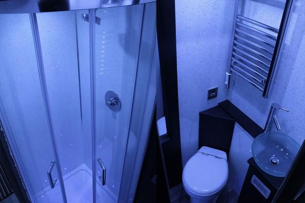 shower-bus-600x400