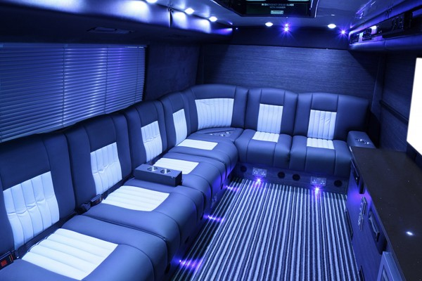 sleeper-bus-lounge-600x400